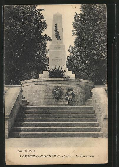 AK Lorrez-le-Bocage, Le Monument