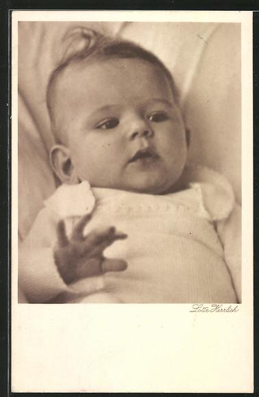 Künstler-AK Lotte Herrlich: Baby mit weissem Strampler