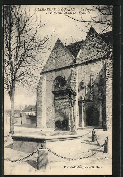 AK Villeneuve-la-Guyard, La pompe et le portail latéral de l'Eglise