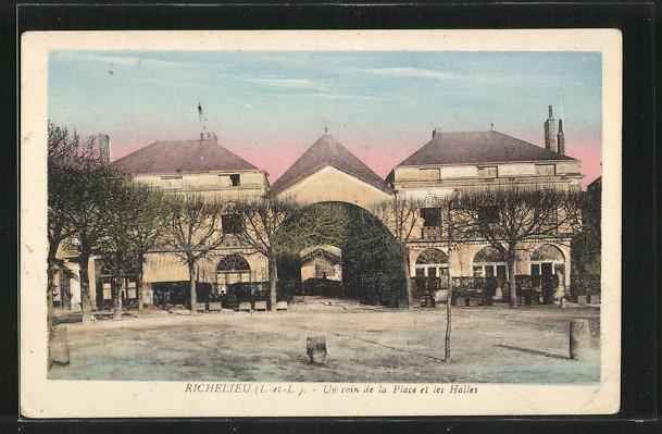 AK Richelieu, Un coin de la Place et les Halles