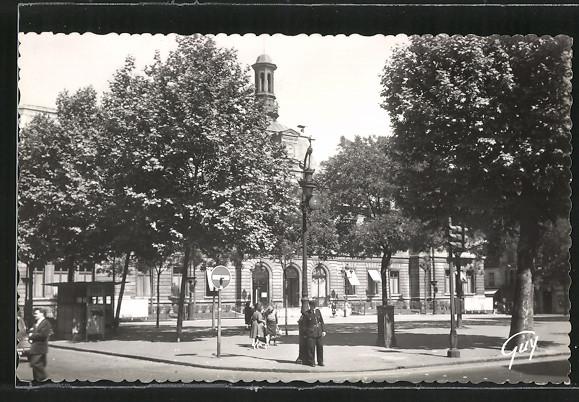 AK Clichy, La place de la mairie