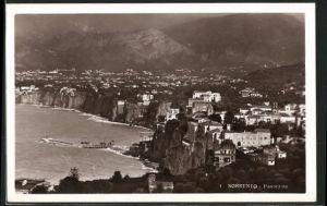 AK Sorrento, Panorama mit Hafendamm