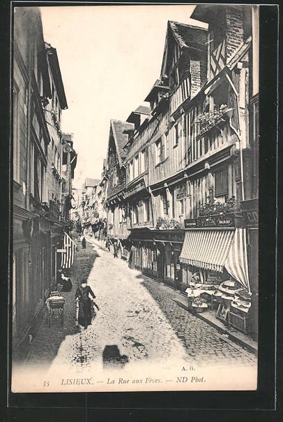 AK Lisieux, La Rue aux Fèves, Rue dans la rue avec des vieilles maisons