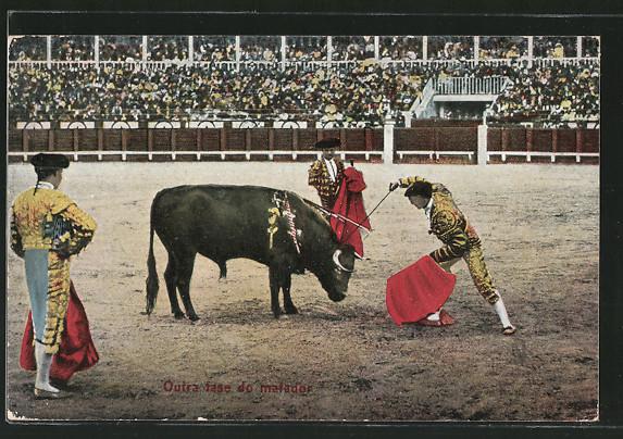 AK Torero sticht Stossdegen auf den Stier, Stierkampf
