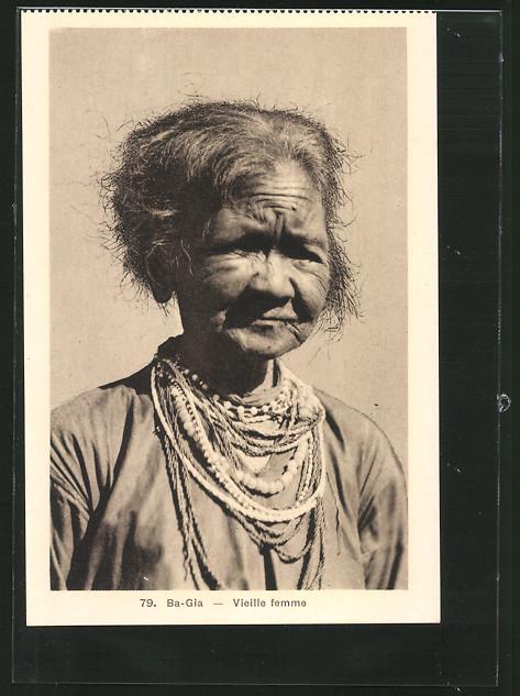 AK Ba-Gai, Vieille femme, alte Frau mit vielen Halsketten