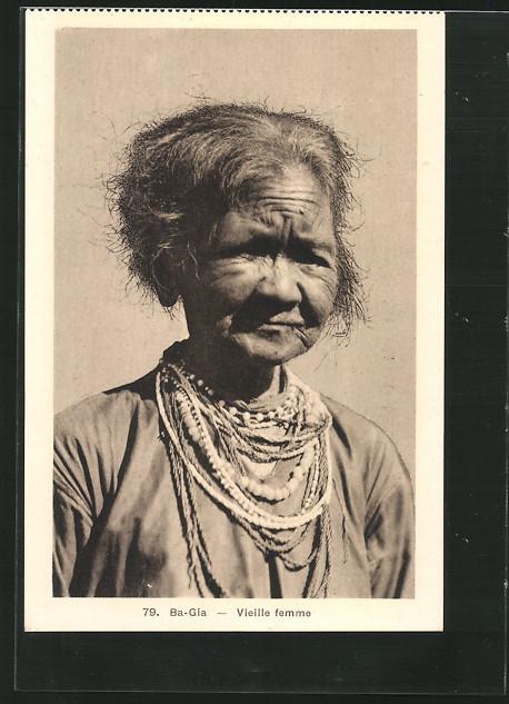 AK Ba-Gia, Vieille femme, alte Frau mit vielen Halsketten