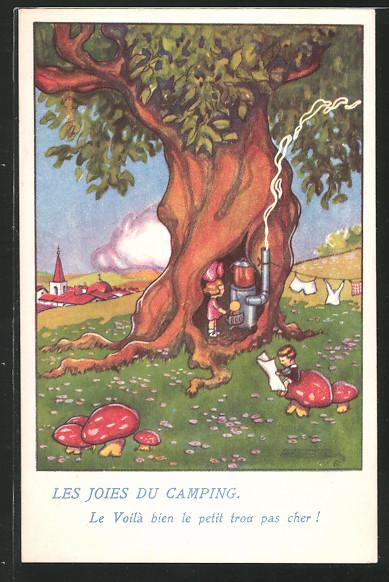 AK Paar beim Camping, Frau kocht mit Herd in einem Baum, Mann liest Zeitung auf einem Pilz