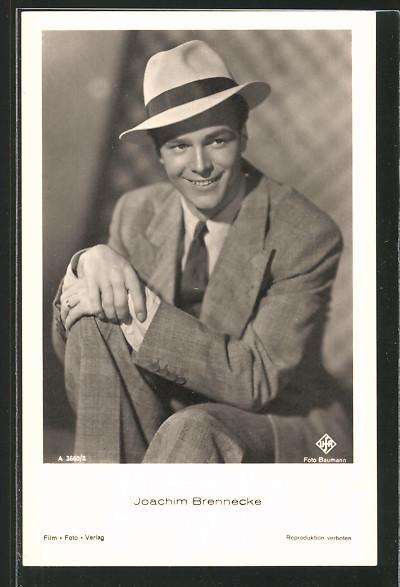 AK Schauspieler Joachim Brennecke im Anzug mit Hut