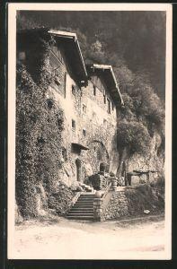 AK Rattenberg, altes Steinhaus in der Felswand