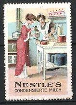 Reklamemarke Nestle's kondensierte Milch, Frauen bereiten Milch zu