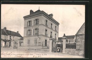 AK Villeneuve-la-Guyard, l'Hôtel-de-Ville, vue d'ensemble avec les alentours