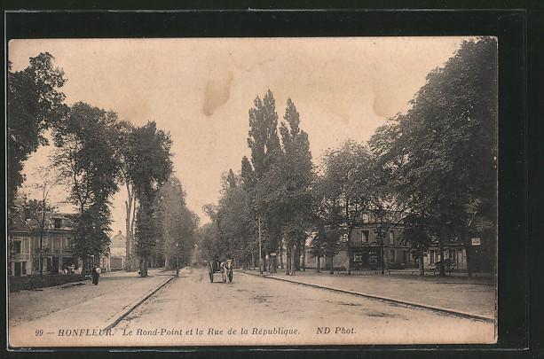 AK Honfleur, Le Rond-Point et le Rue de la République, Calèche