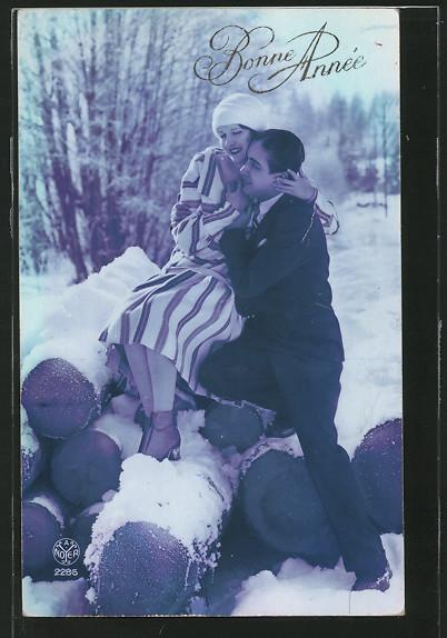 Foto-AK A.Noyer NR 2286: Liebespaar an einem Holzstappel, Bonne Année