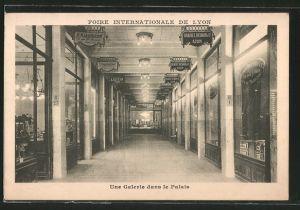 AK Lyon, Foire Internationale, Une Galerie dans le Palais, Ausstellung