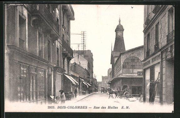 AK Bois-Colombes, la rue des Halles, quelques personnes, un attelage