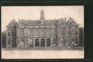 AK Elbeuf, la mairie, vue d'ensemble de la facade principale avec la place
