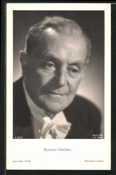 AK Schauspieler Gustav Waldau im Frack porträtiert