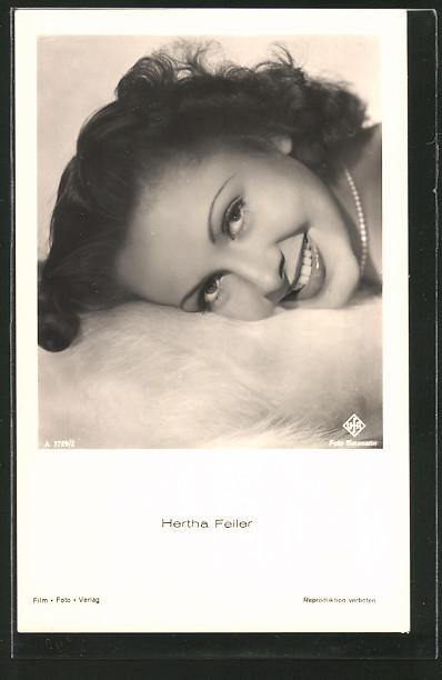 AK Schauspielerin Hertha Feiler lächelnd in Kamera schauend