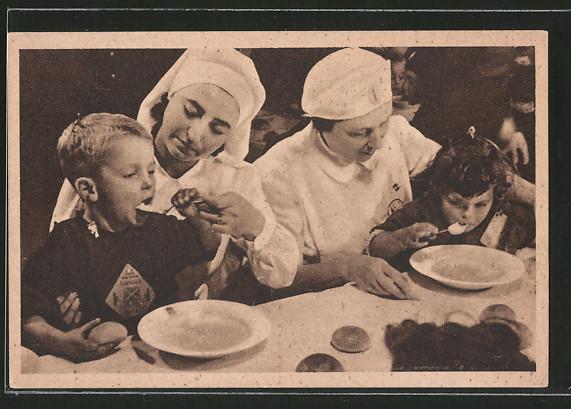 AK Refezione Scolastica, Kinderfürsorge, italienische Schwestern füttern Kinder