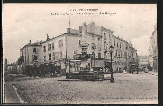 AK Toul, la fontaine Curel, la rue Gambetta
