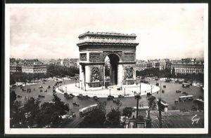 AK Paris, L'Arc de Triomphe, Triumphbogen mit Strassenbahn