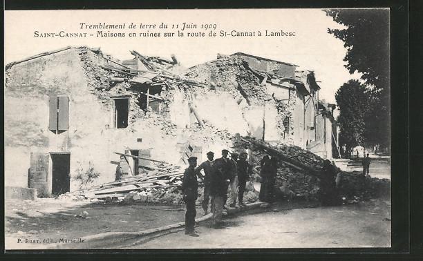 AK Saint-Cannat, maisons en ruines sur la route de St-Cannat à Lambesc, Tremblement de terre du 11 Juin 1909