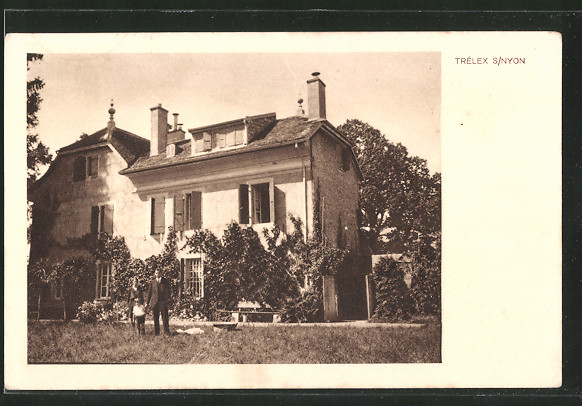 AK Trélex-sur-Nyon, une famille pose devant une maison bourgeoise