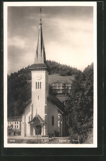 AK Le Pont, l'église, vue frontale