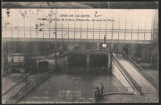 AK Paris, Crue de la Seine, Interieur de la Gare d'Austerlitz, vue prise du métro