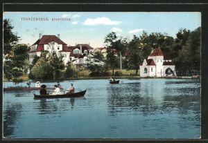 AK Franzensbad, Ruderboote fahren auf dem Stadtteich