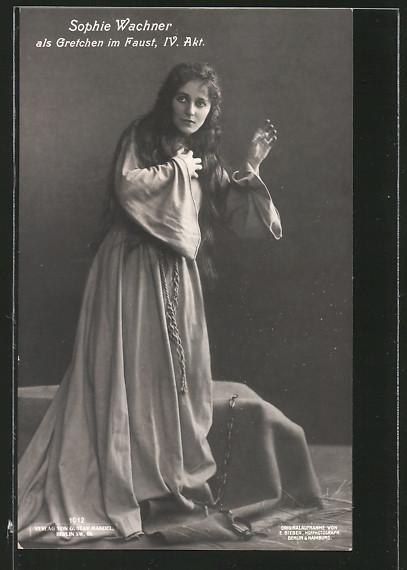 AK-Schauspielerin-Sophie-Wachner-als-Gretchen-im-Stueck-Faust.jpg