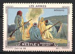 Reklamemarke Nestle's Chocolats Au Lait, Bedouins, Beduinen mit Gewehr im Nachtlager