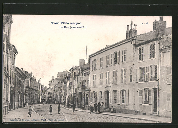 AK Toul, La Rue Jeanne-d'Arc, Strassenpartie