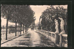 AK Montreux, sur le quai devant l'Hôtel Monney