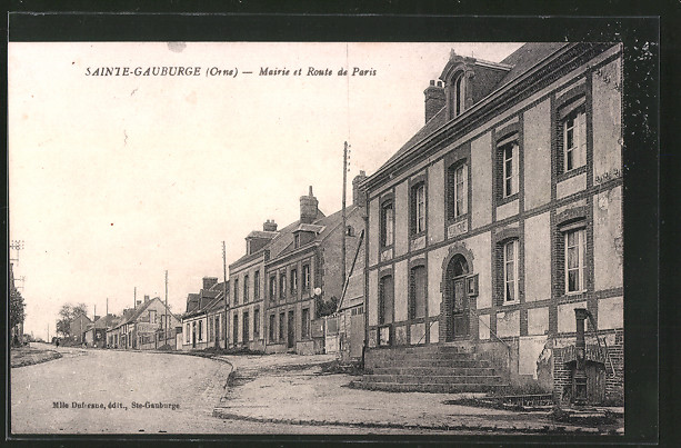 AK Sainte Gauburge, Mairie et Route de Paris
