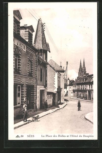 AK Sées, La Place des Halles et l'Hôtel du Dauphin