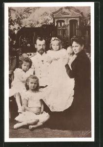 AK Zar Nikolaus II. von Russland mit Zarin Alexandra und ihren Kindern