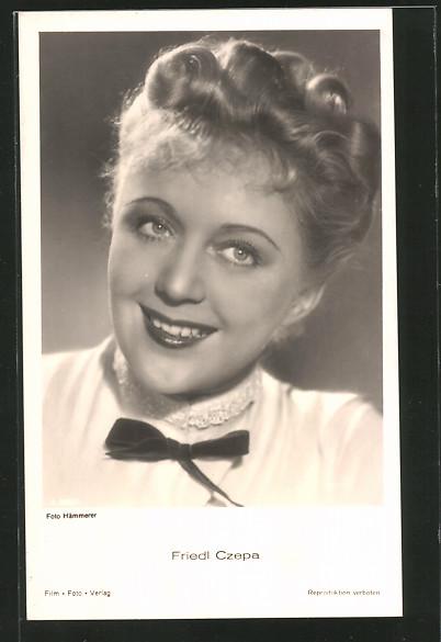 AK Schauspielerin Friedl Czepa lächelnd zur Seite schauend