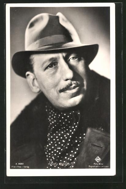 AK Schauspieler Willy Birgel mit Halstuch und Hut posierend