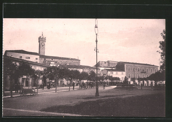 AK Loreto, Piazza G. Leopardi, Platz mit Passanten und Gebäudeansicht