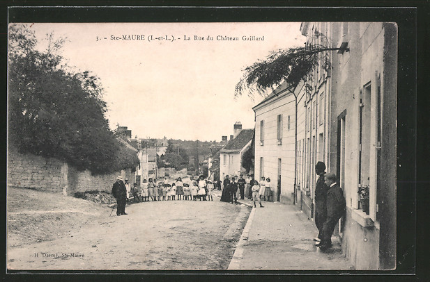 AK Sainte-Maure, la Rue du Chateau Gaillard 0