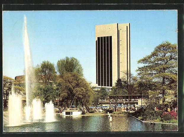 AK Hamburg, Internationale Gartenbauausstellung 1973, Blick auf das Kongresszentrum mit Springbrunnen