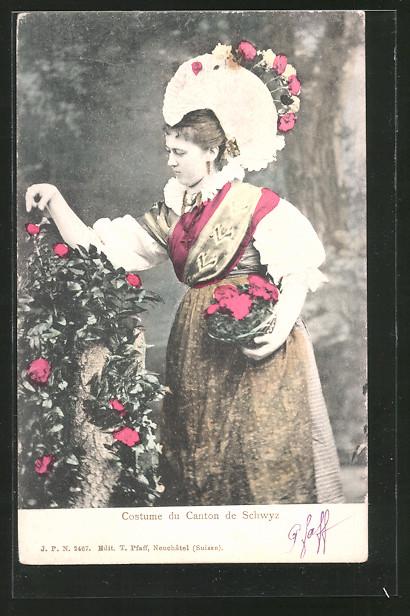 AK Schwyz, Frau in Tracht mit Haube