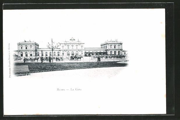 AK Reims, La gare, Pferdekutschen vor dem Bahnhof