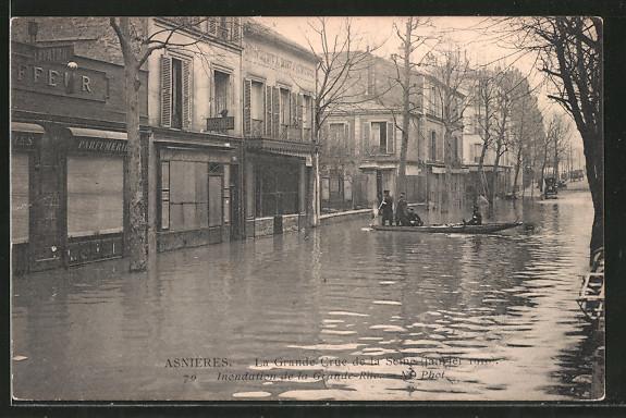 AK Asnières, La Grande Crue de la Seine 1910, La Grande-Rue, Hochwasser