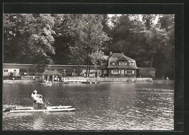AK Glauchau, Kahnpartie auf dem Gründelteich mit Blick auf das Gründelhaus