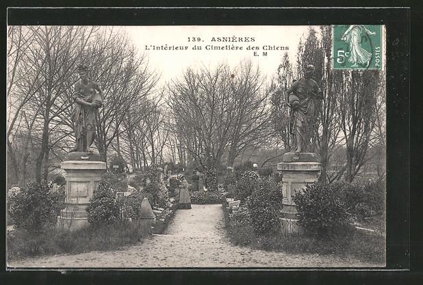 AK Asnières, Cimetière des Chiens, Statuen auf dem Hundefriedhof