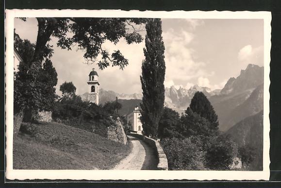 AK Soglio, Blick auf Kirche mit Bondascagruppe