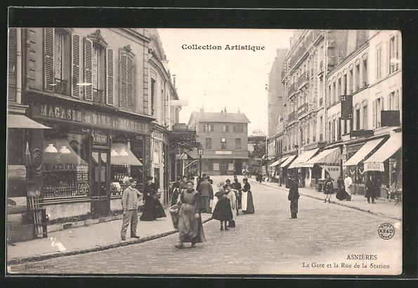 AK Asnières, La Gare et la Rue de la Station, Promeneurs dans la rue