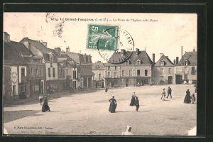 AK Le Grand-Fougeray, La place de l'eglise, côte ouest